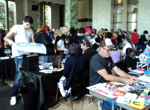 Busy trading on the floor of Foundation Hall. (Photo by Louise Graber)
